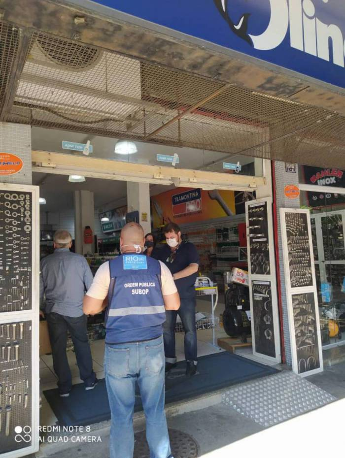 Agentes percorreram ruas de São Cristóvão e interditaram alguns estabelecimentos