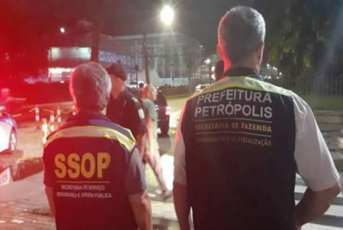 Os casos ocorreram no Siméria, Quitandinha e Centro, mas os agentes estiveram ainda no Caxambu e no São Sebastião