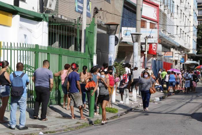 Em Bonsucesso, houve aglomeração e filas enormes antes mesmo de a agência da Caixa abrir