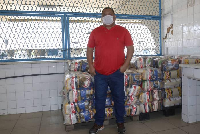 China do Estácio, um dos responsáveis pela distribuição das cestas básicas no Sambódromo
