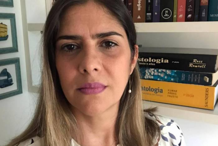 Profa. Dra. Flávia Pellegrino, da Uezo, alerta para a necessidade de cuidados além do uso de máscaras
