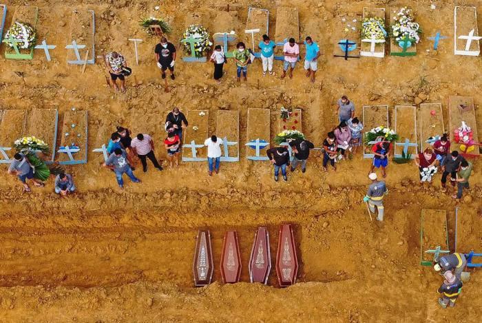Cemitério Nossa Senhora Aparecida, em Manaus, recebe corpos de vítimas do novo coronavírus