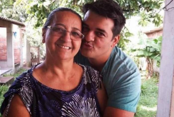 Vereador Fabiano Novaes e sua mãe, Celia Regina Novaes Rocha.
