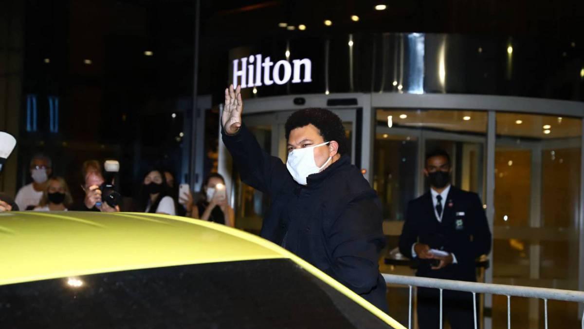 Babu chega ao hotel após a final do 'BBB 20'