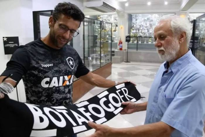 Afonsinho ao lado do ex-treinador do Botafogo, Alberto Valentim