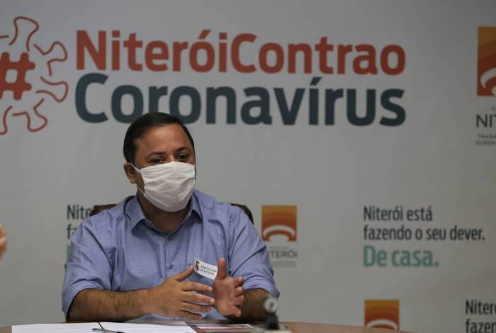 Aulas continuarão suspensas até o dia 30 de junho, informou Rodrigo Neves. Atividades que reúnem aglomerações em espaços fechados tampouco poderão ser retomadas, lamentou