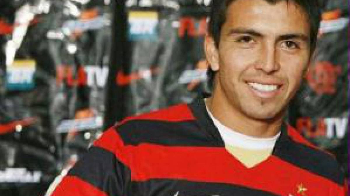 Fierro - Um dos grandes jogadores da história do Colo-Colo-CHI, Gonzalo Fierro chamou atenção do Flamengo, que o contratou em 2008. Porém, na equipe Rubro-Negra, o lateral, que as vezes atuava como meia, teve momentos irregulares na equipe e nunca conseguiu se firmar como titular absoluto, deixando o clube em 2011.