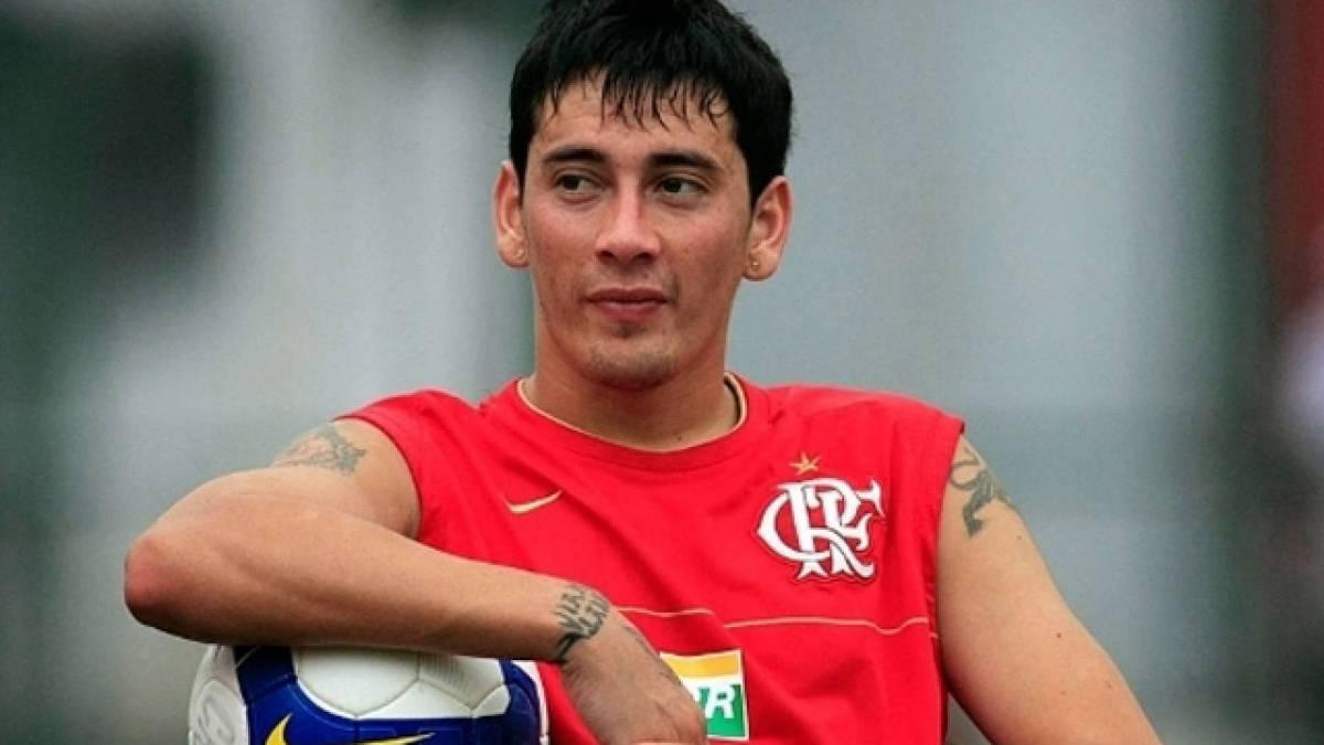 Sambueza - Contratado em 2008 com a missão de substituir Renato Augusto, o argentino Rubens Sambueza chegou por empréstimo do River Plate-ARG. Contudo, uma grave lesão no joelho atrapalhou a trajetória do jogador no Rubro-Negro. Sambueza atuou por apenas sete partidas na equipe carioca e não marcou nenhum gol.