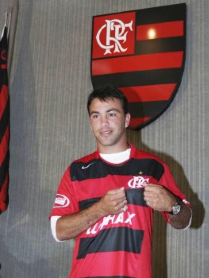Peralta - Destaque do Nacional-URU no início da carreira, o meia Horacio Peralta não deixou saudade na torcida Rubro-Negra. Contratado em 2006, mesmo ano em que deixou o clube, o jogador realizou apenas 20 partidas pela equipe carioca e marcou quatro gols. Os problemas com bebida também atrapalharam o desempenho.