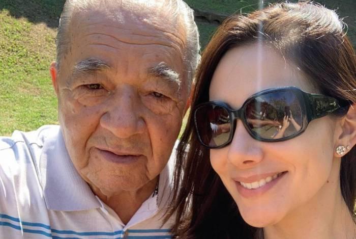 Nathalia Batista posa com o pai