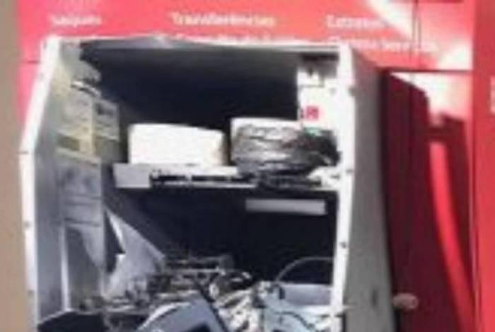 Caixa eletrônico explodido em supermercado na Barra de Maricá