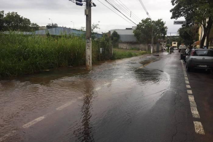 Rompimento de adutora prejudica abastecimento de água em Volta Redonda
