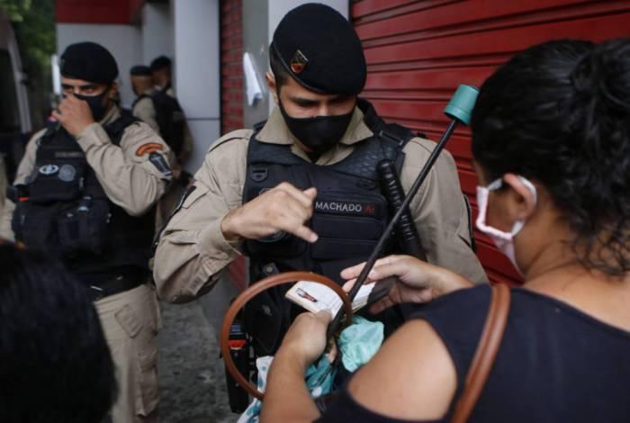 Início da interdição no Calçadão de Campo Grande, na Zona Oeste
