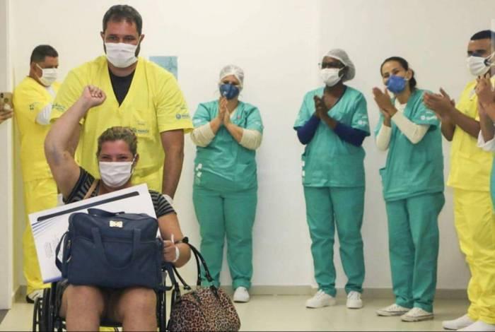 Aline da Conceição, moradora de Itaipuaçu recebe alta do novo hospital e vence a luta contra o Covid-19