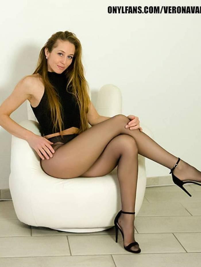 Ex-ginasta artística, Verona van de Leur atualmente é artista de filmes adultos