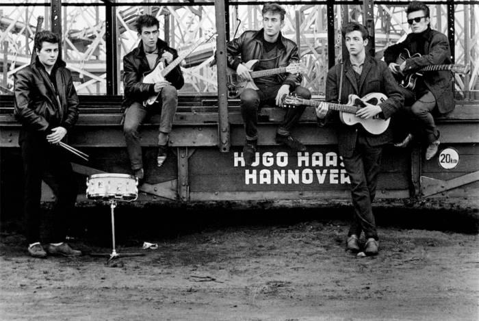 Os Beatles no início da carreira, por Astrid Kirchherr