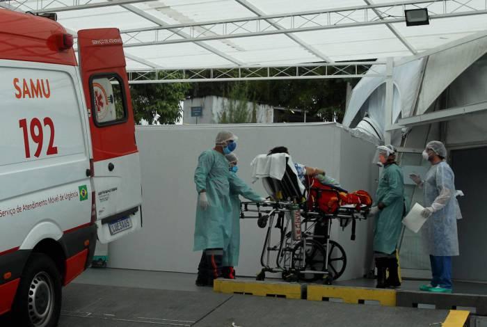 Chegada de pacientes com coronavírus a hospitais