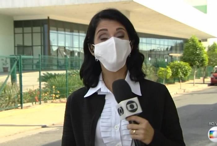 Renata Costa, repórter Globo, sentiu dificuldade de falar com a máscara