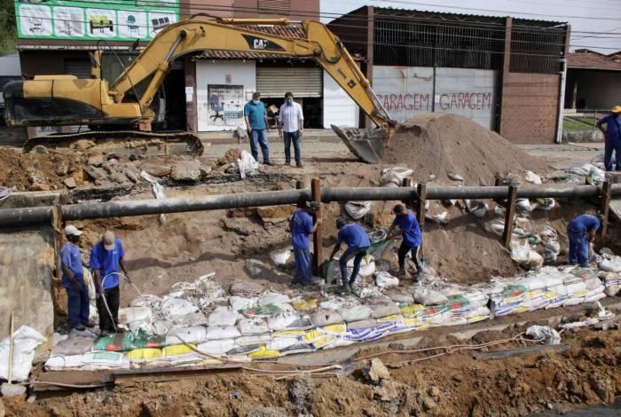 Obras de construção de muro de contenção e recuperação de parte da via começaram nesta semana
