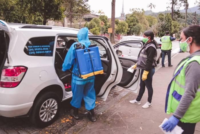 Os veículos foram higienizados com peróxido de hidrogênio - um alvejante específico