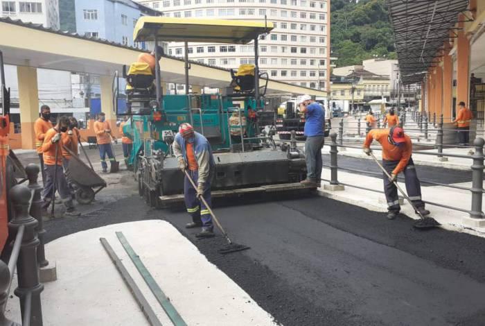 Foram colocadas 200 toneladas de asfalto uma área de cerca de 1.750 m²