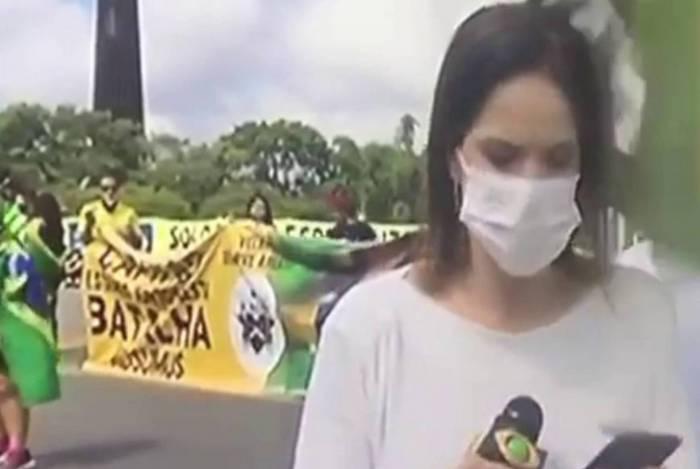 Depois da agressão, a repórter Clarissa Oliveira relatou que o tom dos manifestantes foi 'bastante agressivo' em relação à imprensa