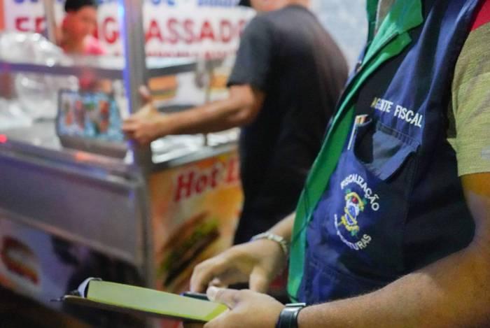 Fiscais da Superintendência de Postura circulam por Campos para verificar o cumprimento dos decretos da quarentena