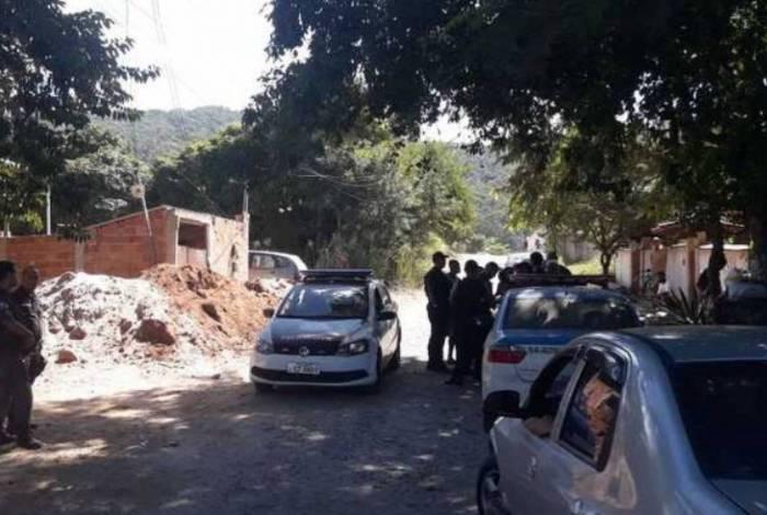 Policia no local do assassinato em Itaipuaçu