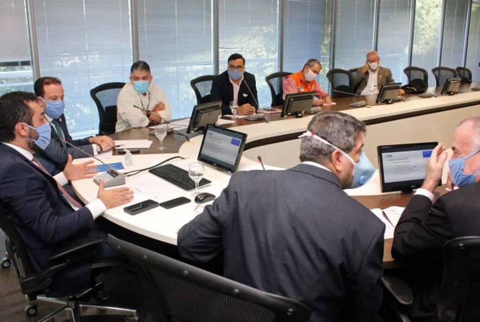 Vice-governador Claudio Castro e o Secretário de Saúde, Fernando Ferry, durante reunião da Comissão de supervisão dos Hospitais de Campanha