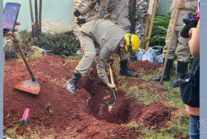 Corpo foi desenterrado nesta segunda-feira