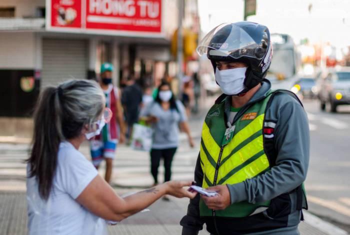 Equipes da secretaria municipal de Saúde iniciam distribuição das 30 mil máscaras  proteção doadas pela CSN