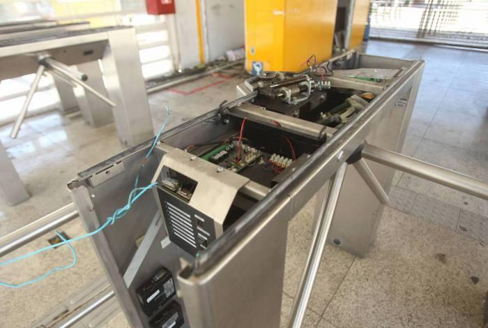 Estação Cardoso de Moraes, em Olaria, teve as catracas vandalizadas