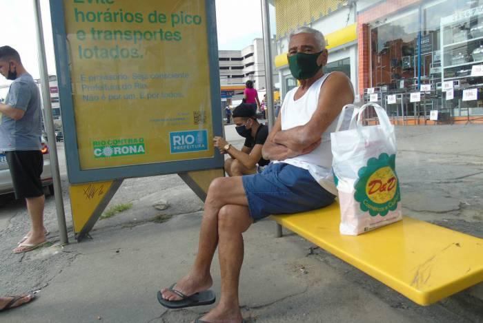 Moradores de Campo Grande sofrem com a redução da frota de ônibus no bairro
