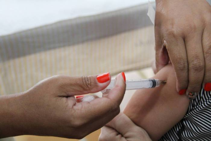 Nesta quinta-feira, dia 21, foram imunizadas contra H1N1, as crianças de 1 a 2 anos