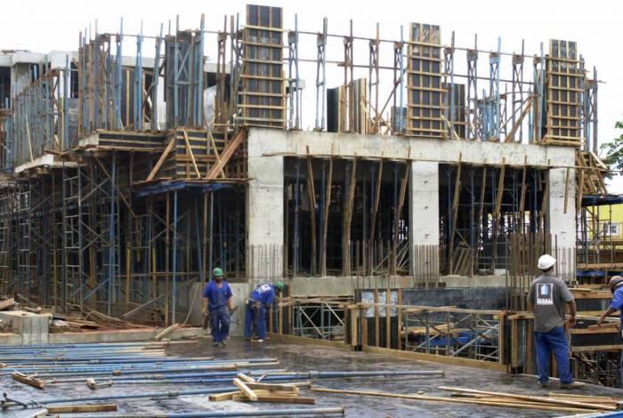 Trabalhadores do ramo de construção civil sofrem impactos financeiros com a pandemia da covid-19