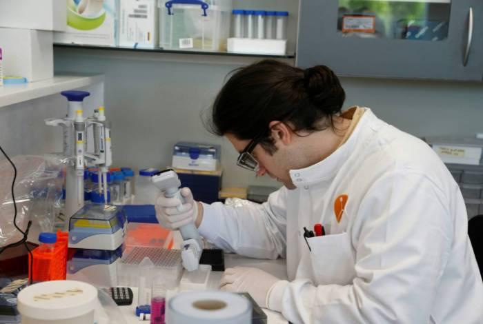 Em nova fase de testes, universidade testará vacina em crianças e idosos