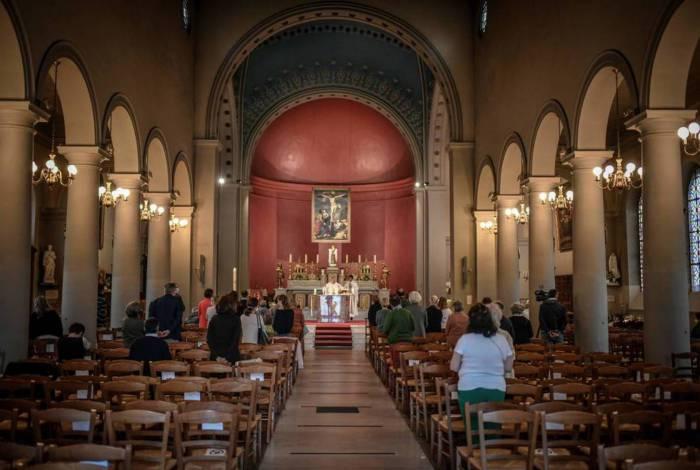 Eventos religiosos estão voltando a acontecer em países que flexibilizam regras de distanciamento social