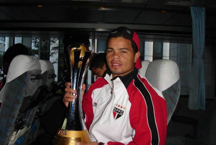 Flávio Donizete após ser campeão mundial pelo São Paulo