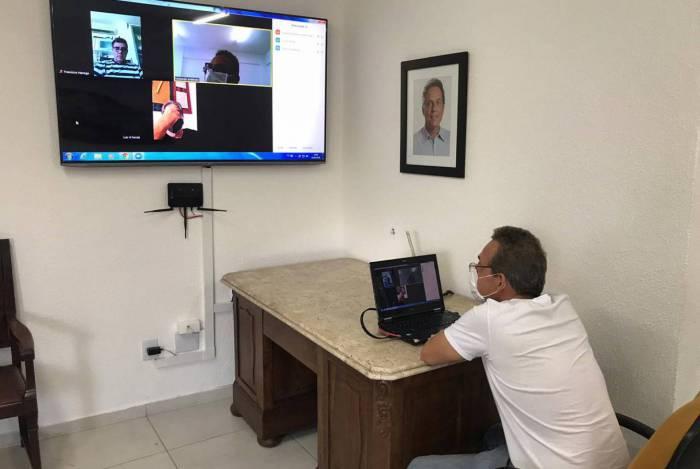 Em reunião por videoconferência, o prefeito Dr. Aluízio dos Santos apresentou a proposta de elaboração do Plano de Flexibilização do Comércio