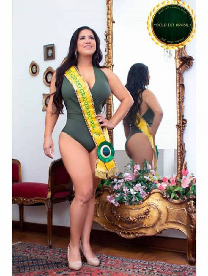 Musa e dançarina, Aline Souza faz sucesso nas redes sociais