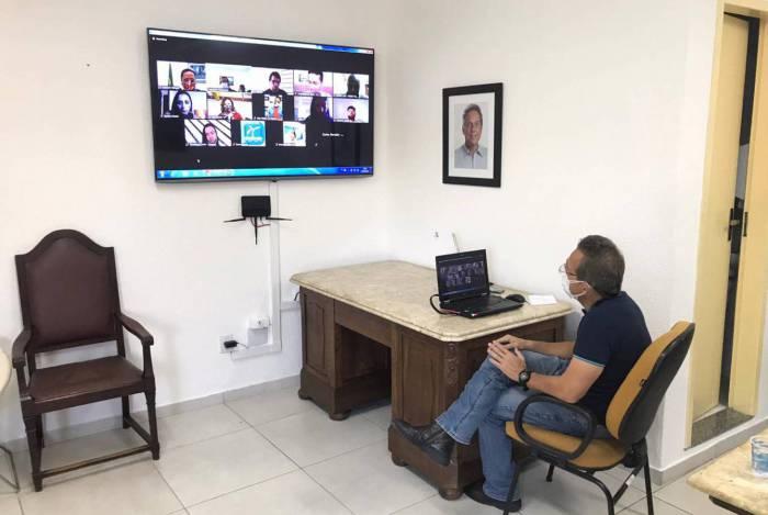 O prefeito Dr. Aluízio dos Santos participou de uma coletiva de imprensa por videoconferência nesta segunda-feira (25)