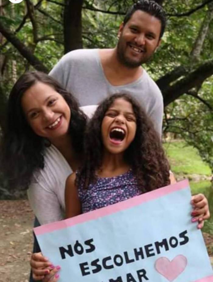 Família reunida depois da chegada de Isa