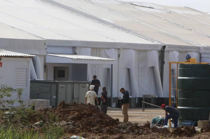 Hospital de campanha de Nova Iguaçu, ontem, ainda era um canteiro de obras