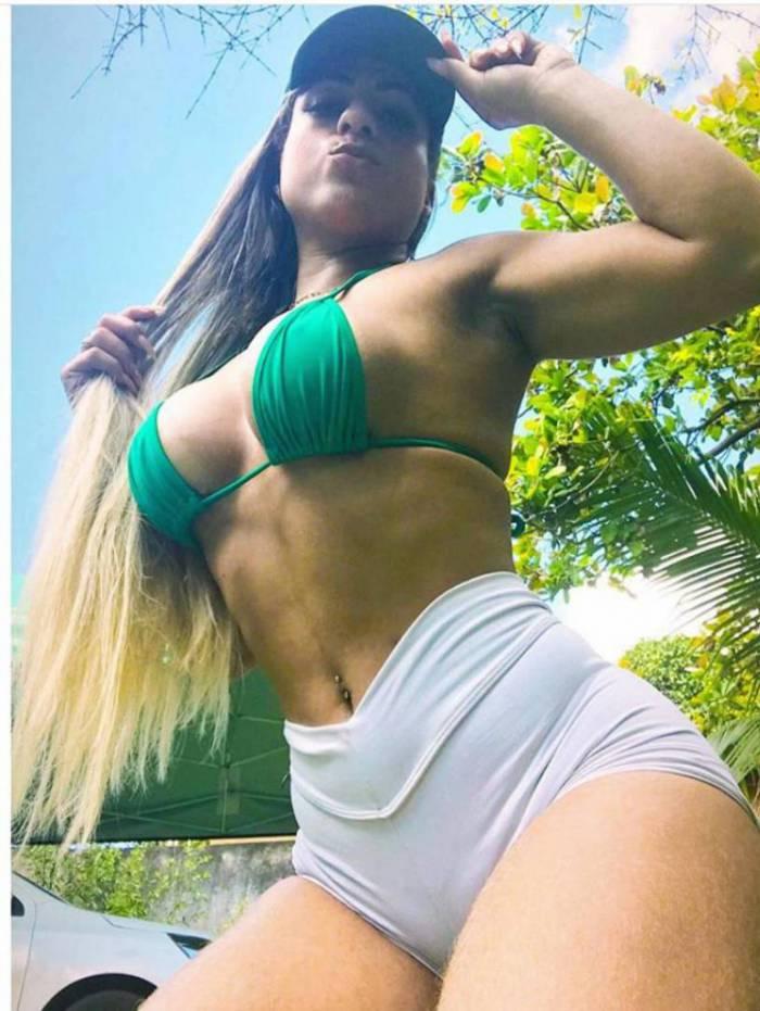 Priscielly Fernandes é musa do Goias