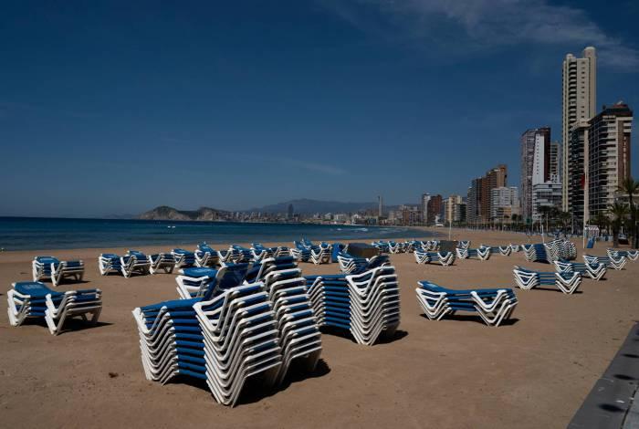Espanha retoma atividades aos poucos