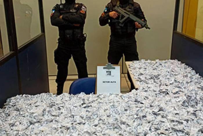 A droga estava dividida em 25 cargas e seria revendida na localidade