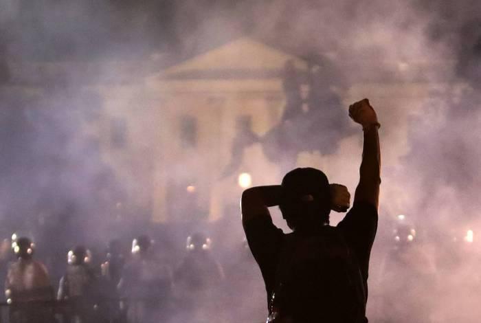Protestos contra a morte de George Floyd chegam perto da Casa Branca, nos EUA