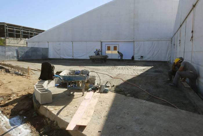Obras atrasadas no Hospital de Campanha de Duque de Caxias