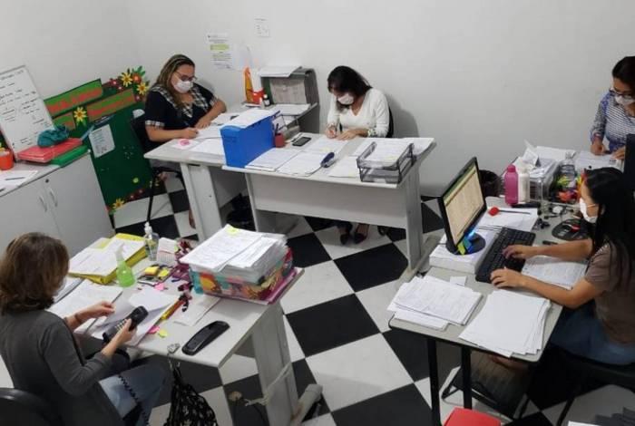 Equipe da Vigilância Epidemiológica em monitoramento de casos