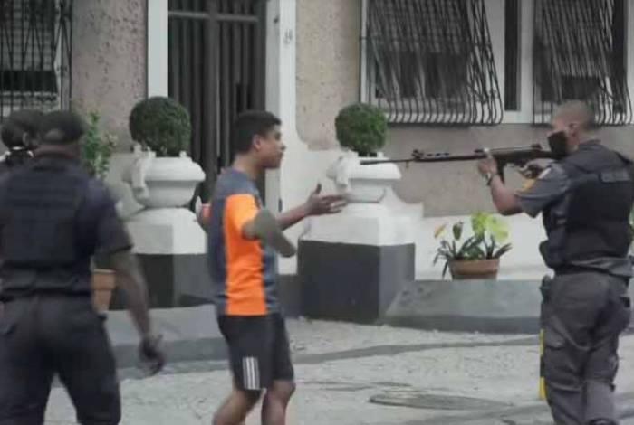 PM apontou fuzil para manifestante desarmado durante manifestação em Laranjeiras